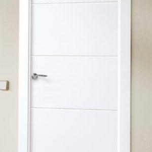 Puerta de entrada lacada modelo Laca 8500 carpintería en Asturias